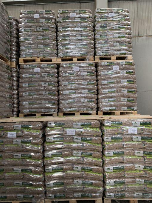 Palets de sacos de pellets de madera